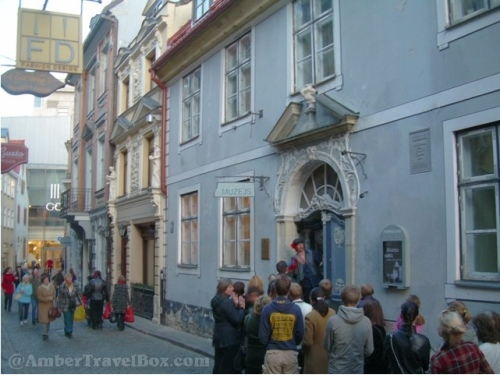 During the European Museum Night there are long lines outside before the entrance in many museums.